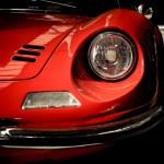Jazda samochodem sportowym na torze wyścigowym – pomysł na prezent!